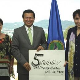Embajadora Adriana Prado, Secretario General del SICA, Hugo Martínez, Directora Ejecutiva Fundación Arias Lina Barrantes (i-d)